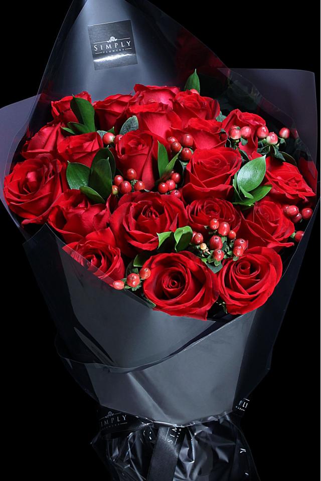 Signature Designo Red Roses Bouquet